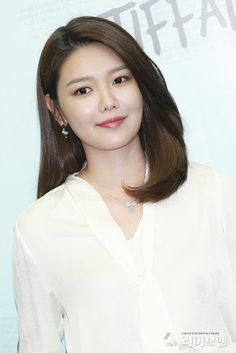 SNSD SooYoung attended Tiffany & Co.'s event Kpop Girl Groups, Korean Girl Groups, Kpop Girls, Only Girl, First Girl, Sooyoung Snsd, Asian Celebrities, Daily Pictures, Satin Blouses