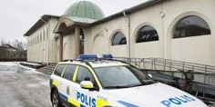 Sweden: Police attacked with fireworks, fled the scene and left it up to residents