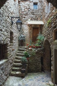 The narrow street in the picturesque village - Baustil Beautiful World, Beautiful Places, Beautiful Streets, Stone Houses, Stone Cottages, Old Buildings, Beautiful Buildings, Beautiful Landscapes, Stairways