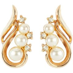 Susan Caplan Vintage 1940 Trifari Gold-Plated Swirling Faux Pearl... (€110) ❤ liked on Polyvore featuring jewelry, earrings, vintage silver earrings, vintage costume jewelry earrings, fake pearl earrings, gold plated earrings and silver clip on earrings