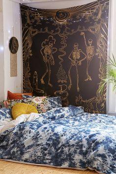 Tapestry bedroom ideas the revelers tapestry bedroom urban ideas decoration artsy mandala tapestry bedroom ideas . Modern Bedroom, Bedroom Decor, Bedroom Ideas, Minimalist Bedroom, Cozy Bedroom, Bedroom Inspo, Dream Bedroom, Master Bedroom, Halloween Bedroom
