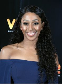 Alexandra Burke Long Curls Alexandra Burke attended the 'Pitch Perfect advance screening wearing her hair in long tight curls. Long Hair Waves, Long Curls, Human Hair Lace Wigs, 100 Human Hair, Curled Hairstyles, Weave Hairstyles, Diy Your Hair, Alexandra Burke, Tight Curls