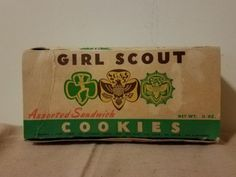 Vintage-Girl-Scout-Assorted-Sandwich-Cookie-Box