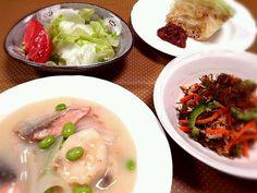 10/1晩御飯。鮭と長芋の味噌クリームシチュー・ゴーヤともずくの和え物・サラダ・キャベツソテー油味噌。私は具合が悪く、旦那だけ食べてもらいました(*´`*) - 25件のもぐもぐ - ひとりde鮭と長芋の味噌クリームシチュー by manimaaru