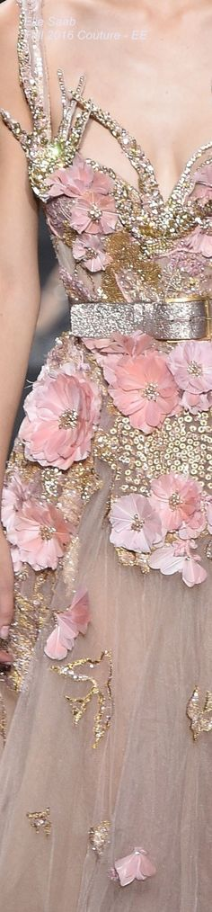 Super Ideas for embroidery flowers haute couture elie saab Couture Fashion, Runway Fashion, High Fashion, Couture Details, Fashion Details, Fashion Design, Floral Fashion, Elie Saab, Beautiful Gowns