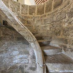 Carnicerias Reales.-En la construción de las Carnicerias Reales destaca una escalera en espiral.