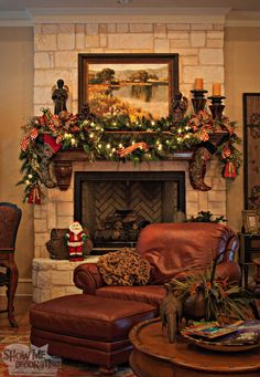 family room mantle Christmas red green and gold #Christmasdecoration