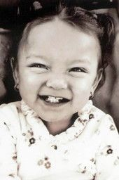 Darisbel, 2 years old, beaten to death by a game controller, by her mother's boyfriend. Help For Veterans, Creepy People, Child Abuse Prevention, Tears In Heaven, Smiling People, Forensic Psychology, Post Mortem Photography, Real Monsters, Mean People