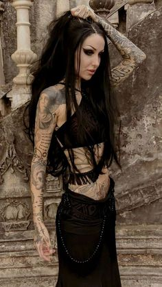 Top Gothic Fashion Tips To Keep You In Style. As trends change, and you age, be willing to alter your style so that you can always look your best. Consistently using good gothic fashion sense can help Punk Girls, Hot Goth Girls, Gothic Girls, Mode Outfits, Fashion Outfits, Fashion Tips, Fashion Clothes, Style Fashion, Fashion Ideas