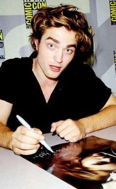 Tumblr Rob signing autographs at Comic Con 2008