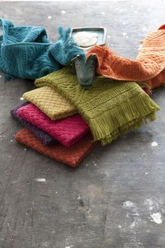 Vivaraise colorful towels from Le Patio. Textile Fabrics, Home Textile, French Brands, Decoration, Print Patterns, Boutique, Sweet Home, Carpet, Pillows