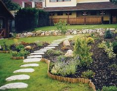 path ideas 35 Lovely Pathways for a Well Organized Home and Garden Beautiful Home Gardens, Amazing Gardens, Beautiful Homes, Garden Paths, Garden Landscaping, Landscaping Ideas, Stepping Stone Walkways, Path Ideas, Walkway Ideas