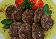 Turkish Meatballs, or Kofte are a favorite dish found in homes and restaurant menus in Turkey. They are made with an exotic blend of spices, and are wonderful served as a main dish or as part of a mezze platter (appetizer platter). Turkish Meatballs, Menu Restaurant, Ketogenic Recipes, Finger Foods, Beef Recipes, Main Dishes, Bacon, Food And Drink, Appetizers