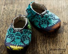 Regal Print   Eco Friendly Baby Booties 612 months by HappySolez, $18.99