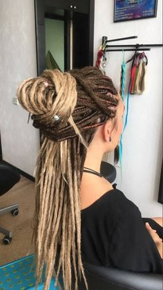 Ungroomed locks will make you come to feel unclean and search older. Dreadlock Extensions, Dreadlock Styles, Dreads Styles, Curly Hair Styles, Natural Hair Styles, Hairstyles For School, Cool Hairstyles, Black Hairstyles, Black Power