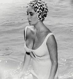 Old Hollywood — theniftyfifties: Elizabeth Taylor in 'Suddenly. Vintage Black Glamour, Vintage Beauty, Elizabeth Taylor, Classic Hollywood, Old Hollywood, Glamour Movie, Violet Eyes, Ann Margret, Frou Frou