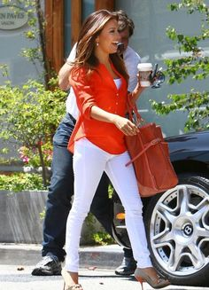 Eva Longoria/love the outfit Jean Outfits, Casual Outfits, Cute Outfits, Fashion Outfits, Womens Fashion, Eva Longoria Style, Smart Casual Women, White Pants Outfit, Look Blazer