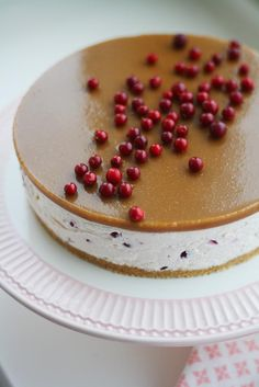 Salted caramel cake with lingonberries Delicious Desserts, Yummy Treats, Sweet Treats, Yummy Food, Sweet Recipes, Cake Recipes, Dessert Recipes, Just Eat It, Sweet Pastries