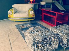 Sillón 600, alfombra y banquetas tapizadas, ideal para playroom. Todos los muebles y detalles de decoración para habitaciones de jóvenes y adolescentes