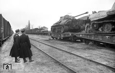Two Panther Ausf. D (battle damaged?) loaded on train, Kirovograd (Kirovohrad) area, November 1943.