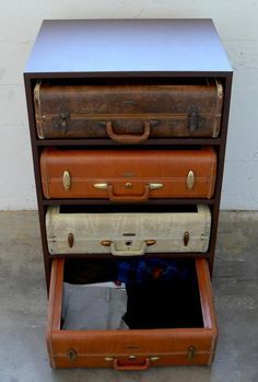Give Your Rooms Some Spark With These Easy Vintage Industrial Furniture and Design Tips Do you love vintage industrial design and wish that you could turn your home-decorating visions into gorgeous reality? Industrial Design Furniture, Repurposed Furniture, Shabby Chic Furniture, Painted Furniture, Suitcase Decor, Suitcase Table, Furniture Projects, Furniture Makeover, Diy Furniture