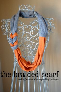 Tute for minimal sewing braided scarf from tees Braided T Shirts, Braided Scarf, Diy Scarf, Scarf Shirt, Shirt Scarves, Look Fashion, Diy Fashion, Faux Col, Look Body