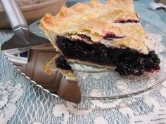 Nothing tastes more like summer than a fresh baked Wild Black Raspberry Pie or Blackberry Pie! You can find either of these berries growing wild along field fences in Iowa - like we did. They are f (Best Pie Recipes) Blackberry Pie Fillings, Blackberry Pie Recipes, Growing Raspberries, Black Raspberries, Blackberries, Black Raspberry Recipes, Black Raspberry Cobbler, How To Make Pie, Best Pie