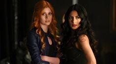 Emeraude Toubia and Katherine McNamara in Shadowhunters: The Mortal Instruments Clary Fray, Clary Et Jace, Shadowhunters Tv Show, Shadowhunters The Mortal Instruments, Isabelle Lightwood, Jace Wayland, Cassandra Clare, Hunter Clary, Constantin Film