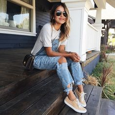 Cute Summer Outfits To Copy Right Now White Tees And Denim Overalls = Summer Style. // Shop this outfit in the link Fashion Moda, Look Fashion, Autumn Fashion, Fashion Trends, Street Fashion, Cheap Fashion, Fashion Shoes, Latest Fashion, Womens Fashion