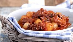 Greek Octopus and onion stew recipe (Octopus stifado) – My Greek Dish Cooking Dishes, Cooking Time, Classic Stew Recipe, Recipe Stew, Mutton Meat, Octopus Salad, A Food, Food And Drink, Greek Dishes