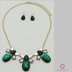 Merry Christmas    Para más info contactanos : 809 853 3250 / 809 405 5555 Pagos a través de Paypal  Delivery  Envoltura disponible   #newarrivals #available #necklace #glam #crystals #blue #chic #accesories #jewelry #trendy #delicate #precious #glam #gorgeous #unique #fancy #byou #becomplete #pretty #complementosjewelry #complementosrd