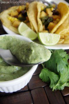 Crema de aguacate y cilantro para tacos - www.pizcadesabor.com
