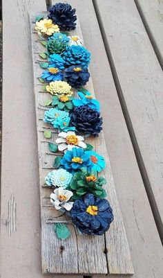 Hand painted pine cone flowers on barn wood wall decor - modern - Zimmer deko . - Hand painted pine cone flowers on barn wood wall decor – modern – Zimmer deko ideen - Diy Projects To Try, Kids Crafts, Home Crafts, Crafts To Make, Craft Projects, Arts And Crafts, Wood Projects, Pinecone Crafts Kids, Kids Diy