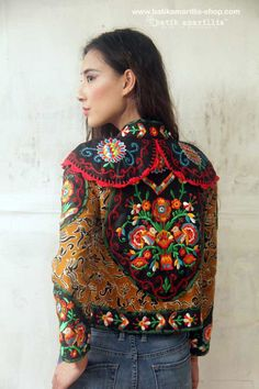 Batik Amarillis's Torera embroidery jacket 01 What a piece of craftmanship!Combining rich Hungarian embroidery,hand knitted lace,the patterns,colours,brilliance,elegance & luxurious materials intricate to this opulent piece with the androgynous classic #EmbroideryJacket