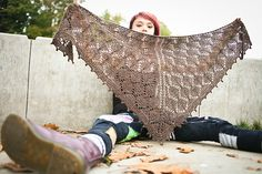 Ravelry: The Lonely Tree Shawl pattern by Sylvia Bo Bilvia - free pattern Knitted Shawls, Crochet Shawl, Knit Crochet, Shawl Patterns, Knitting Patterns, Édredons Cabin Log, How To Purl Knit, Knitting Accessories, Lace Knitting