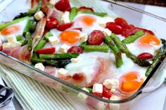 A simple Keto Breakfast Bake, saving you the clean up of a cooked breakfast! The classic bacon, eggs and asparagus are joined by tomato and feta. Baked Breakfast Recipes, Breakfast Bake, Low Carb Breakfast, Breakfast Ideas, Keto Crockpot Recipes, Slow Cooker Recipes, Healthy Recipes, Healthy Food, Healthy Eating