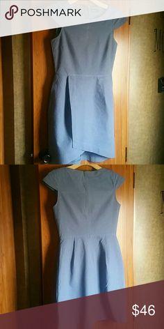 Kate Spade Saturday linen dress size 0 Denim chambry Kate Spade dress  2 flat front pockets  66% Cotton / 33% linen / 1% autre fiber  Excellent pre-owned condition kate spade Dresses