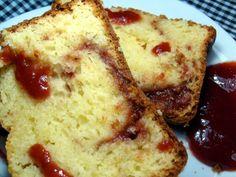 Bolo Romeu e Julieta ovos (gemas e claras separados); 2 colheres (sopa) de margarina derretida; 1 xícara e meia (chá) de açúcar; 50 gramas de queijo parmesão ralado; 1 xícara (chá) de requeijão; 1 xícara (chá) de creme de leite; 2 xícaras e meia (chá) de farinha de trigo; 1 colher (sopa) de fermento químico em pó. 250 gramas de doce de goiaba (ou goiabada derretida com um pouquinho de água)…