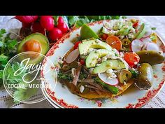 Salpicón de Res - YouTube Tostadas, Tacos, Queso Fresco, Carnitas, Mexican Dishes, Yummy Food, Delicious Recipes, Cilantro, Ethnic Recipes