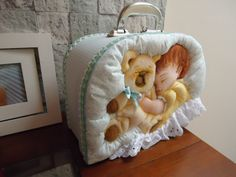 maleta maternidade Patchwork Baby, Fabric Pictures, Sunbonnet Sue, Soft Sculpture, Applique Quilts, Baby Sewing, Baby Car Seats, Projects To Try, Diy Crafts