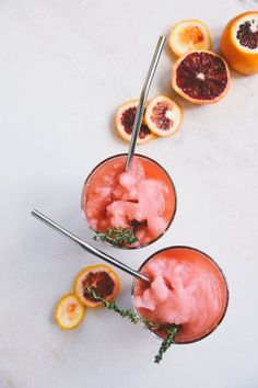 Equal parts gin, Campari, and sweet vermouth, the Negroni is a serious cocktail that carefully balances slightly sweet with boldly bitter. This frozen negroni cocktail recipe is your new summer drink of choice. #cocktailrecipes