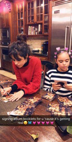 ❤️❤️ so cute Camila and her little sister Sofia😍😍 Guess Girl, My Girl, Gigi Hadid, Shawn Mendes, Billie Eilish, Camilla, Fifth Harmony Camren, Cimorelli, Old Love