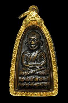หลวงปู่ทวด พิมพ์หลังตัวหนังสีอเล็ก (ว ฺ)เนื้อทองเหลือง ปี05 เลื่ยมทองหนาๆพร้อมใช้ครับ - 1