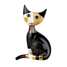 http://www.museesdumonde.com/ext/X096/pid/47912 Chat porcelaine Rosina Wachtmeister  Dessinée par l'inimitable styliste Rosina Wachtmeister, cette famille chats tout en porcelaine est irrésistible !  Chaque pièce est peinte à la main et porte la signature de l'artiste. Hauteur : 17 cm