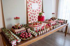 Chá de Panela Personalizado  Projeto de personalização da mesa por Carol Reiner.