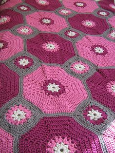 Octagons and Squares, free pattern from Red Heart; pic from Ravelry Project Gallery.  #crochet #afghan #blanket #throw #pillow