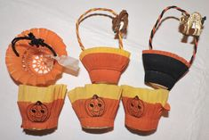 Paper Halloween, Vintage Halloween, Halloween Ideas, Crepe Paper Decorations, Paper Mache, Trick Or Treat, Fall Decor, Cups, Treats