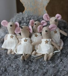 I'm not the only one who thinks you need a whole bunch of mouse angels! (shown in Splendid Willow Ave)