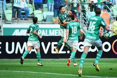 Palmeiras vira, goleia e mantém o São Paulo na zona de rebaixamento