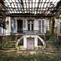 <p>'Urbex' is the urban exploration of man made structures that have been abandoned. Inspired by Architect Christopher Payne series of abandoned asylum institutions, British fine art photographer Jame
